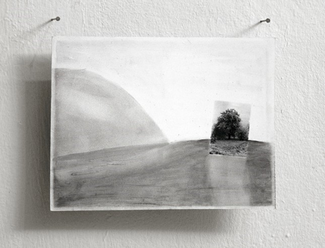 Photo-Drawings, Untitled, (Frosty Oak at the Forrester's Lodge) - 1993  blowup, pencil drawing and ink on photo paper24 x 18 cm  Interesse? Contacteer ons