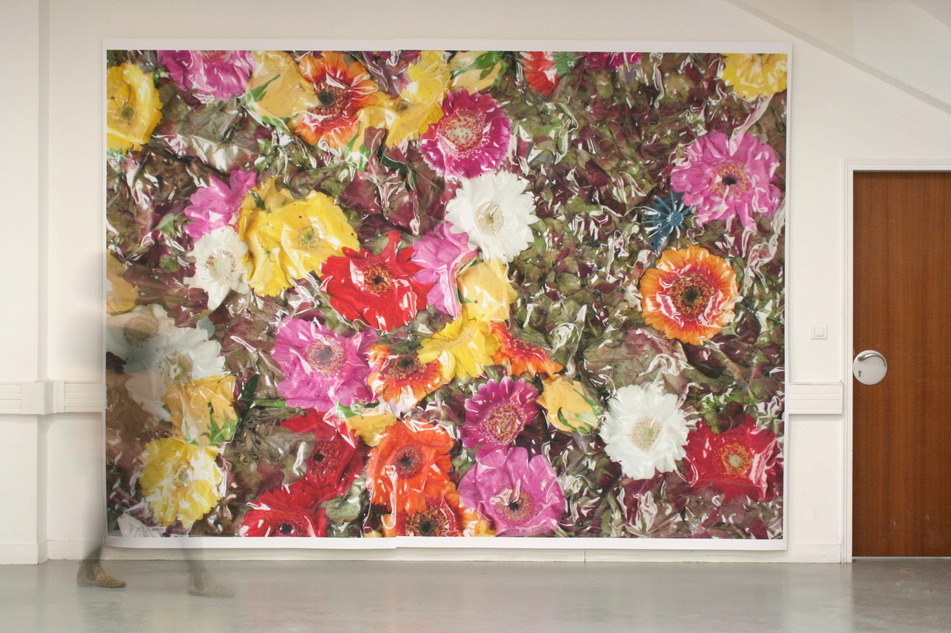 Compression Florale - 2012  Digitale print op bache 300 x 200 cm  Interesse? Contacteer ons