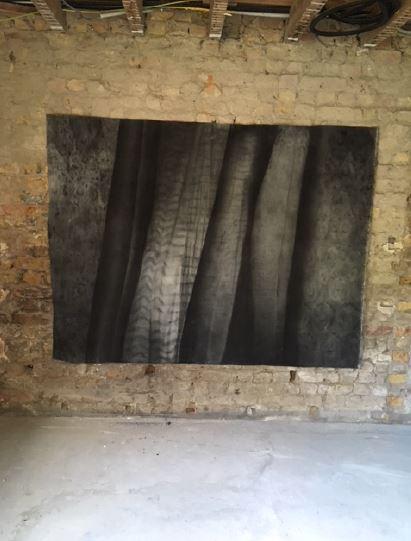 Curtain - 2018  Houtskool op doek 194 B x 148 H cm Interesse? Contacteer ons